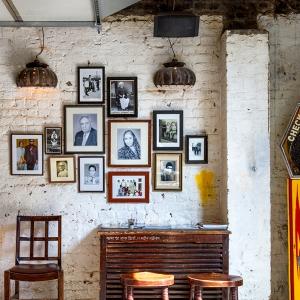 http://www.doitinlondon.com/files/2016/DRINK_FOOD/dishoom-shoreditch-restaurant-details.jpg